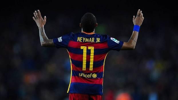 Neymar comemora um dos quatro gols sobre o Rayo no Espanhol 2015/16