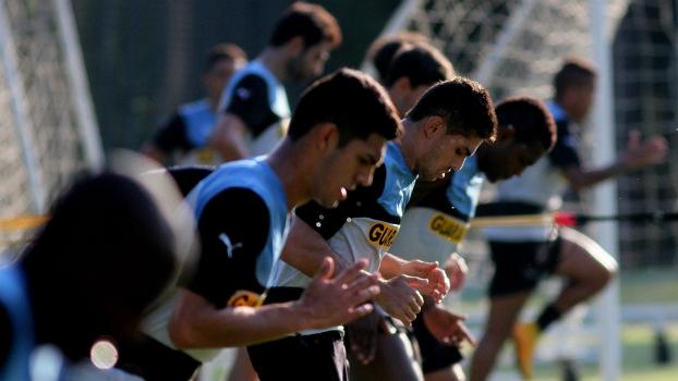 a96d808b32 Botafogo realiza treino físico  puxado  sob forte calor  Jobson é destaque