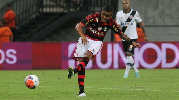 c5e54fafac Everton bate para fazer o gol da vitória do Flamengo diante do Vasco