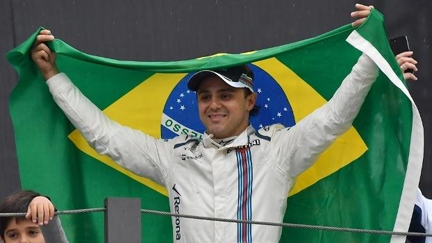 Massa é ovacionado em sua despedida do GP do Brasil