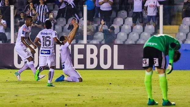 Santos desencanta, goleia na Vila e avança na Libertadores