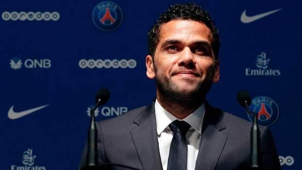 Daniel Alves jogará no PSG por duas temporadas