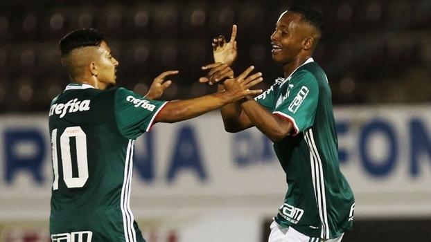 Fernando comemora gol do Palmeiras contra o Paranoá-DF na estreia