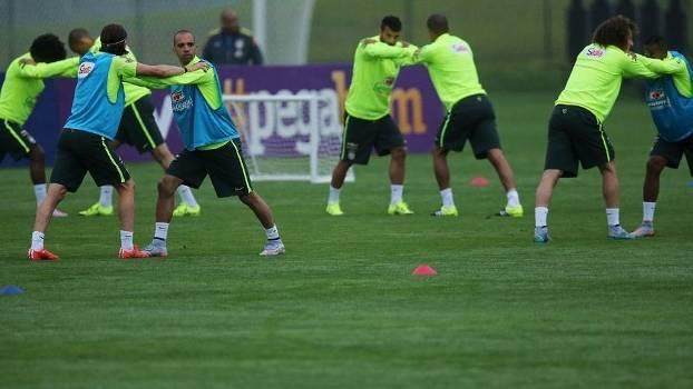Jogadores da Seleção Brasileira durante o treinamento desta terça-feira