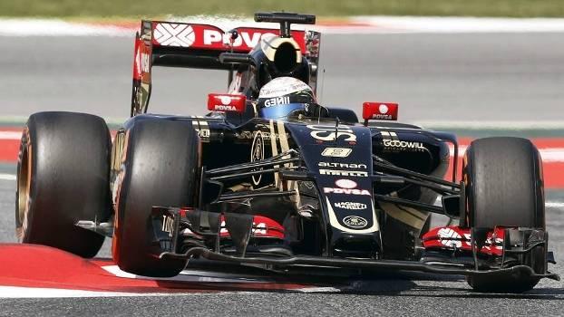 Lotus usou os pneus supermacios para bater a Mercedes em treino