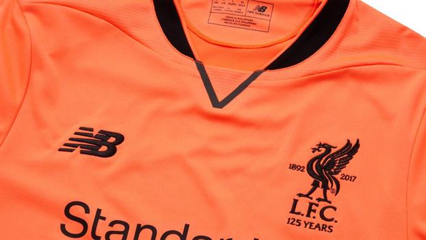 A novidade já está à venda na loja dos Reds por 50 libras (R  208 959e0e0d65281