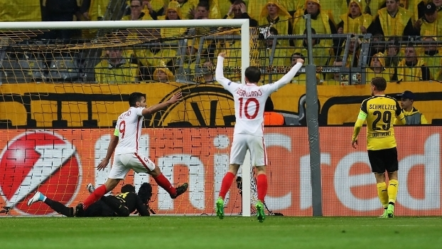 Jogadores do Monaco comemoram gol contra marcado por Bender