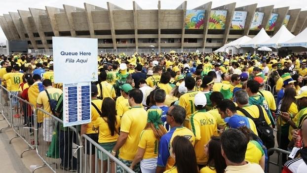 Brasil Torcida Fila Alemanha Mineirão Copa do Mundo 2014 08 07 2014.  Torcedor que compra ingresso pela web ... a1946a1bf707f