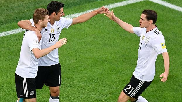 8f766c16b5 Stindl (à direita) abriu o placar para a Alemanha contra o Chile