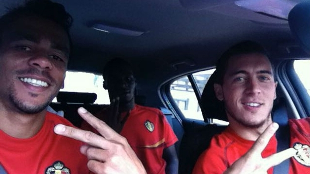 Igor de Camargo ao lado de Hazard