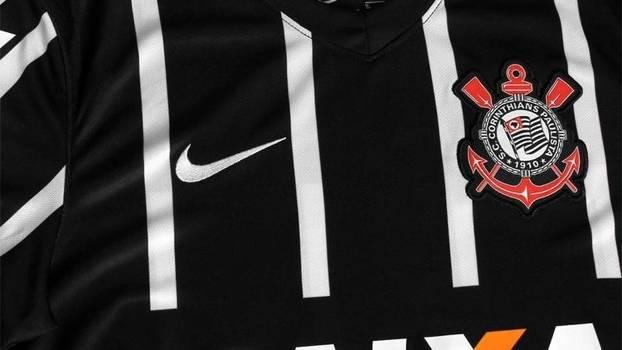 5411bd6953 Corinthians só lançará novo modelo de sua camisa preta em 2016