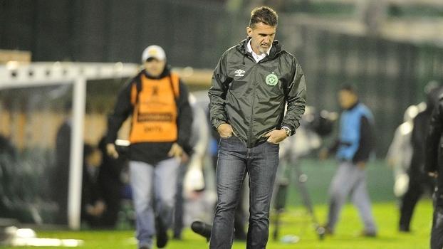 O técnico Vagner Mancini lamenta eliminação da Chapecoense