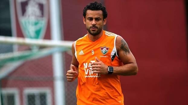 Com fissura no pé direito, Fred desfalca treinos do Fluminense - ESPN