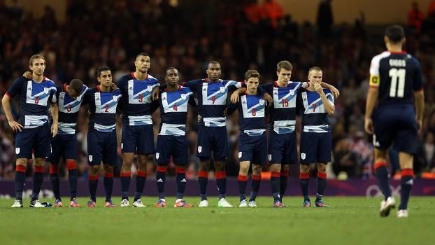 Atletas da seleção da Grã-Bretanha de futebol durante os Jogos Olímpicos ... 053bccc5d3011