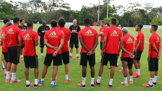 Jogadores do Sport durante treino da equipe