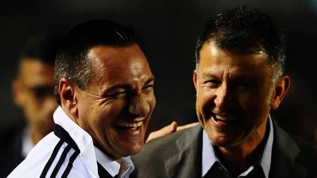 Doriva e Osorio se cumprimentam antes de partida do Brasileirão