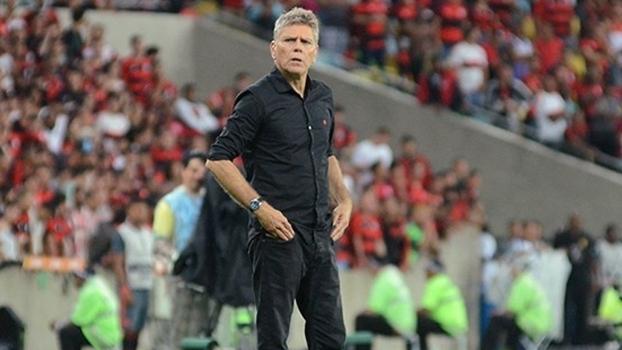 d59793b9322a5 Paulo Autuori durante jogo do Atlético-PR contra o Flamengo