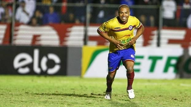Nadson Comemora Penaltis Jacuipense Parana Clube Copa do Brasil 23/04/2015