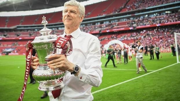 Wenger acerta renovação e fica no Arsenal por mais 2 anos