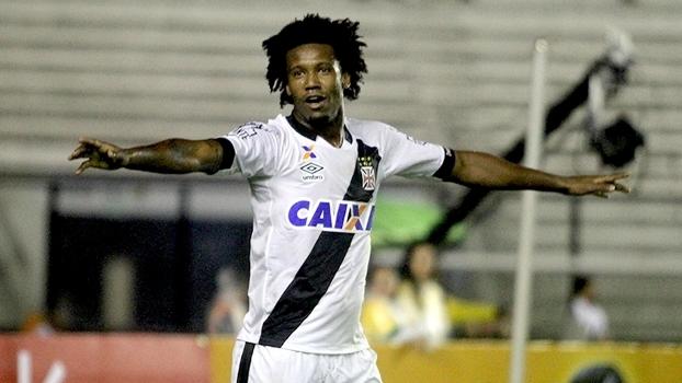 fbaffdef7d Rafael Vaz comemora ao marcar o gol da classificação do Vasco sobre o CRB  na Copa