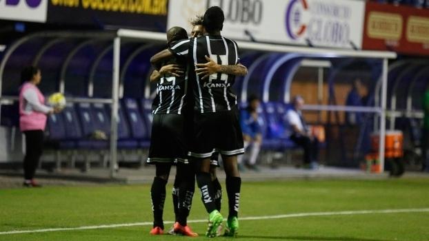 Jogadores do Bragantino comemoram gol