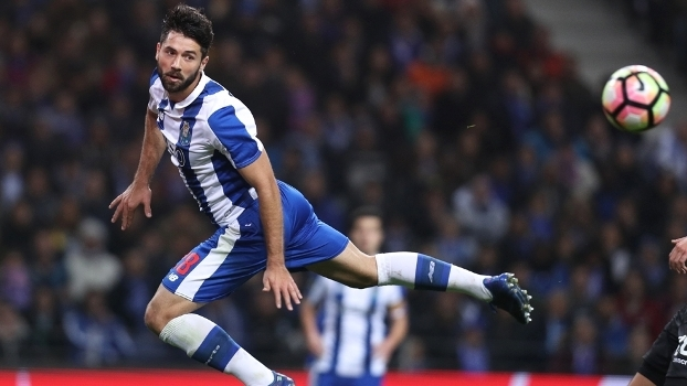 7038bafc8a5ec Felipe é um dos pilares do Porto para alcançar títulos na temporada 2017  2018