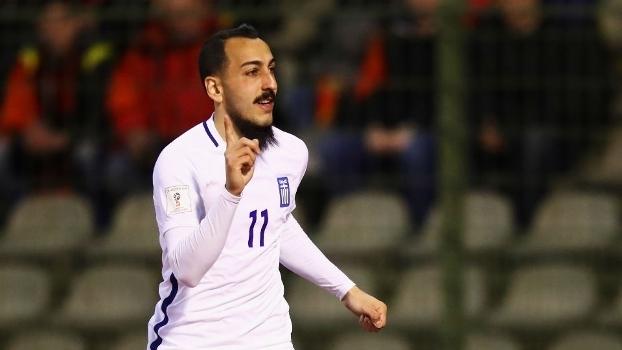 Mitroglou comemora gol da Grécia contra a Bélgica, em Bruxelas