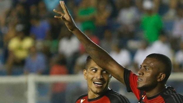 Marcelo Cirino comemora gol do Flamengo sobre o Macaé