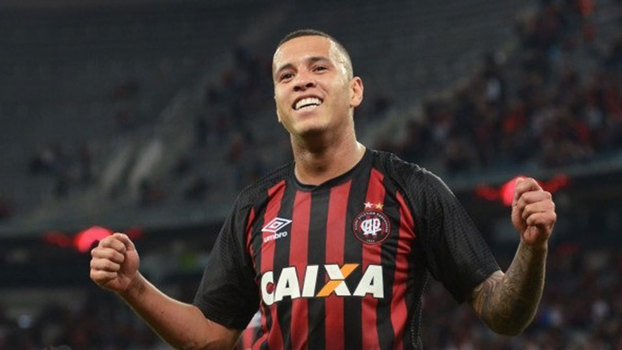 Atlético-PR empata com Grêmio e pode terminar rodada no G-6