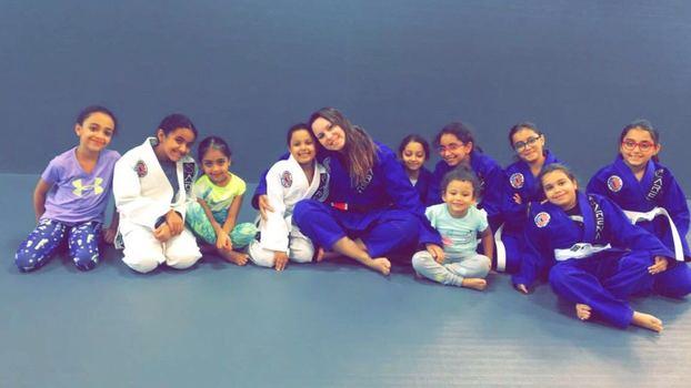 8c649113b Já imaginou dar aula de jiu-jitsu para mulheres na Arábia Saudita? É ...
