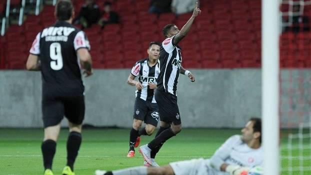 Maicosuel marca duas vezes e deu a liderança ao Atlético-MG