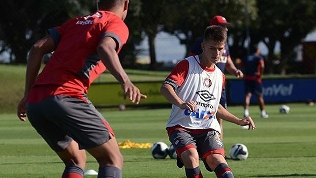 João Pedro vive boa fase no Atlético-PR