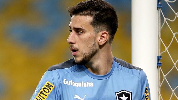 Terceiro goleiro, Helton Leite foi para o São Caetano