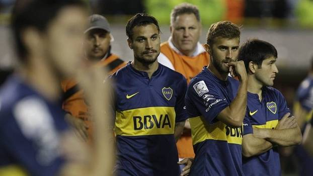 Pablo Osvaldo e jogadores do Boca Juniors, durante confusão na partida contra o River Plate