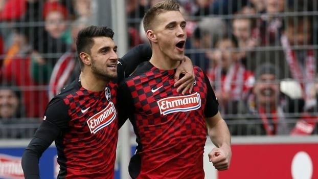 Vincenzo Grifo e Nils Petersen foram dois destaques do Freiburg na campanha de acesso