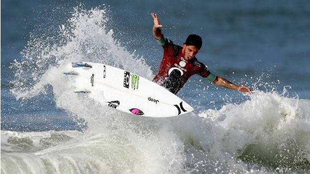O brasileiro Filipe Toledo avançou à final do Rio Pro