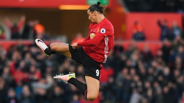 Ibrahimovic chegou ao United nesta temporada já é artilheiro da equipe. Seu contrato acaba em Julho e muito se especula sobre sua saída da Inglaterra.