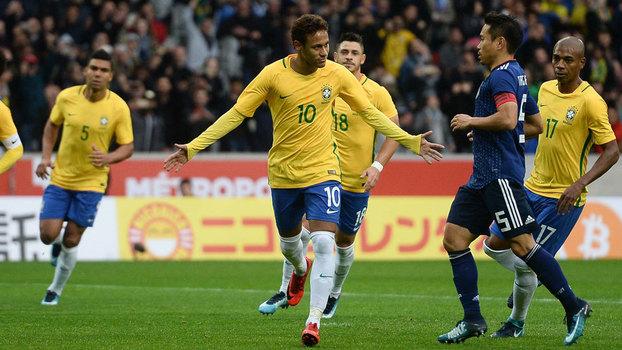 Neymar comemora seu gol de pênalti que abriu o placar em Brasil x Japão