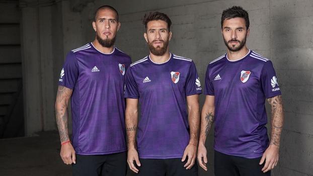 7dd7333cfa River Plate ousa e lança nova camisa 2 violeta