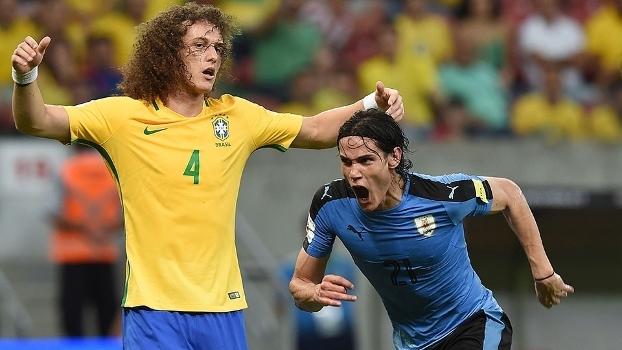 Cavani marcou o primeiro gol do Uruguai