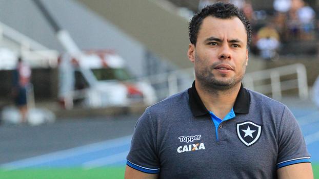 Com gols de Emerson Sheik, Ponte vence o Botafogo