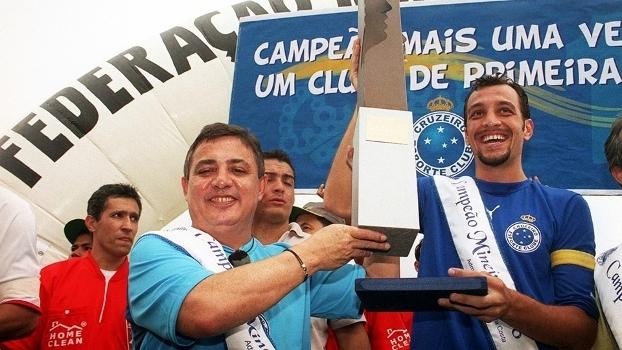 Edu Dracena Comemora Trofeu Campeonato Mineiro Cruzeiro 08/04/2006