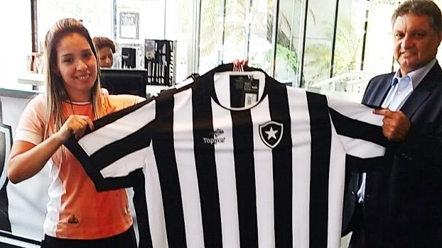 Botafogo atende torcedores  fofinhos  e lança camisas até tamanho 8G ... f2763105f3432