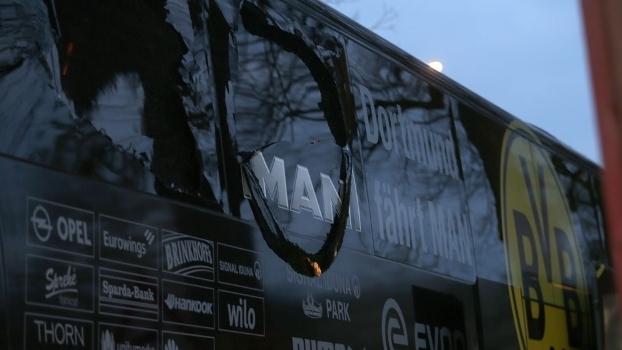 Ônibus do Dortmund foi atingido por três explosões a 10km do estádio