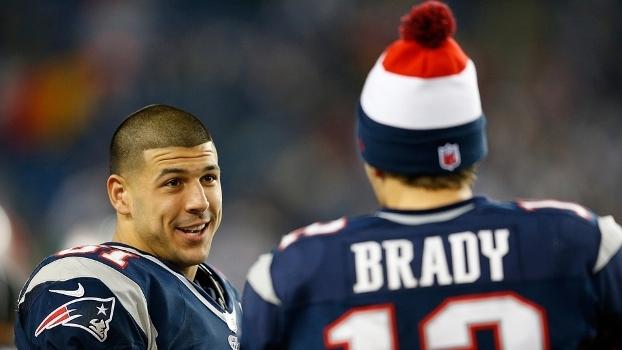 Hernandez e Tom Brady: o triste fim da vida de um promissor jogador de futebol americano