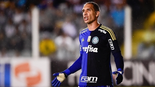 Fernando Prass 'fechou' o gol na Vila Belmiro