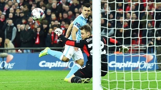 Mignolet Defesa Liverpool Manchester City Final Copa da Liga Inglesa 28/02/2016