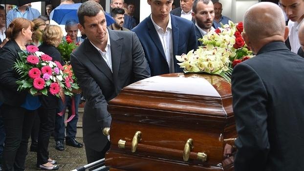 Srna Enterro Pai Croacia 13/06/2016