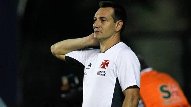 O técnico Doriva, durante jogo do Vasco em São Januário
