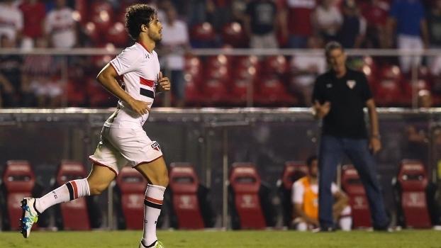 Hudson comemora 1º gol do São Paulo contra o Oeste, no Morumbi